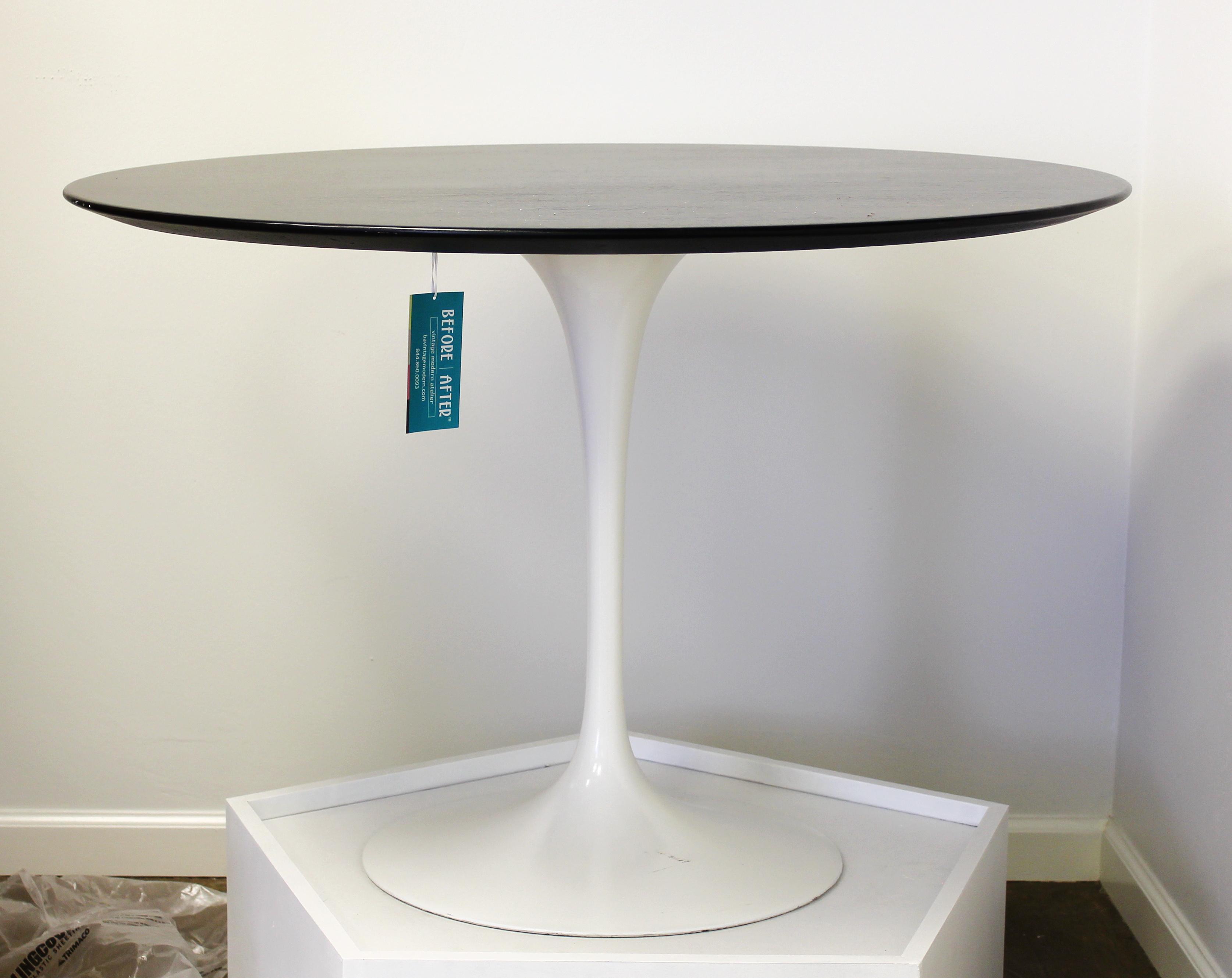 Eero Saarinen Table Ebony Stained Veneer And Tulip Base - Tulip pedestal table base